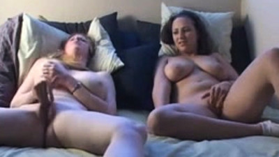 2 Bitches Masturbating..