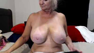 Busty granny toying her..