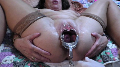 MILF gets a vaginal speculum..