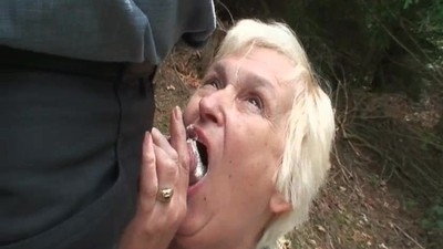 Mature slut piss and gives..