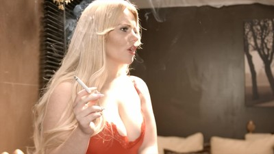 Lizzie Murphy - Smoking in..