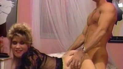 Buff guy eats blondes tight..