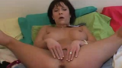 milf squirts bit time using..