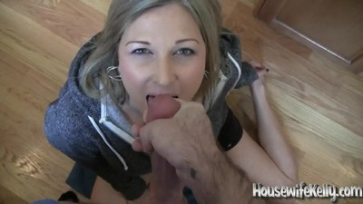 Housewife gives a blowjob to..