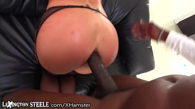 Lexington Steele Gives it to..