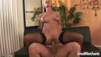 Super sexy MILF fucked and..