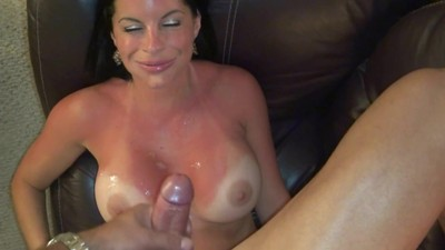 HOT MILF ENJOY SUCKING COCK..
