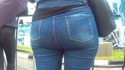 Big fat butt milf in jeans 1