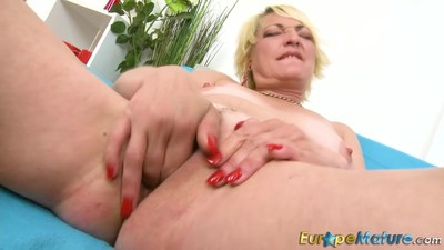 EuropeMaturE Horny Amanda..