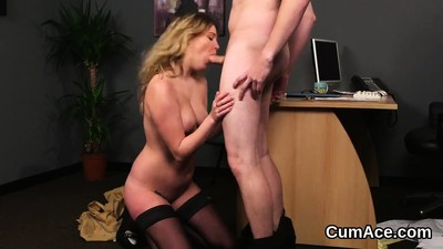 Sexy bombshell gets cumshot..